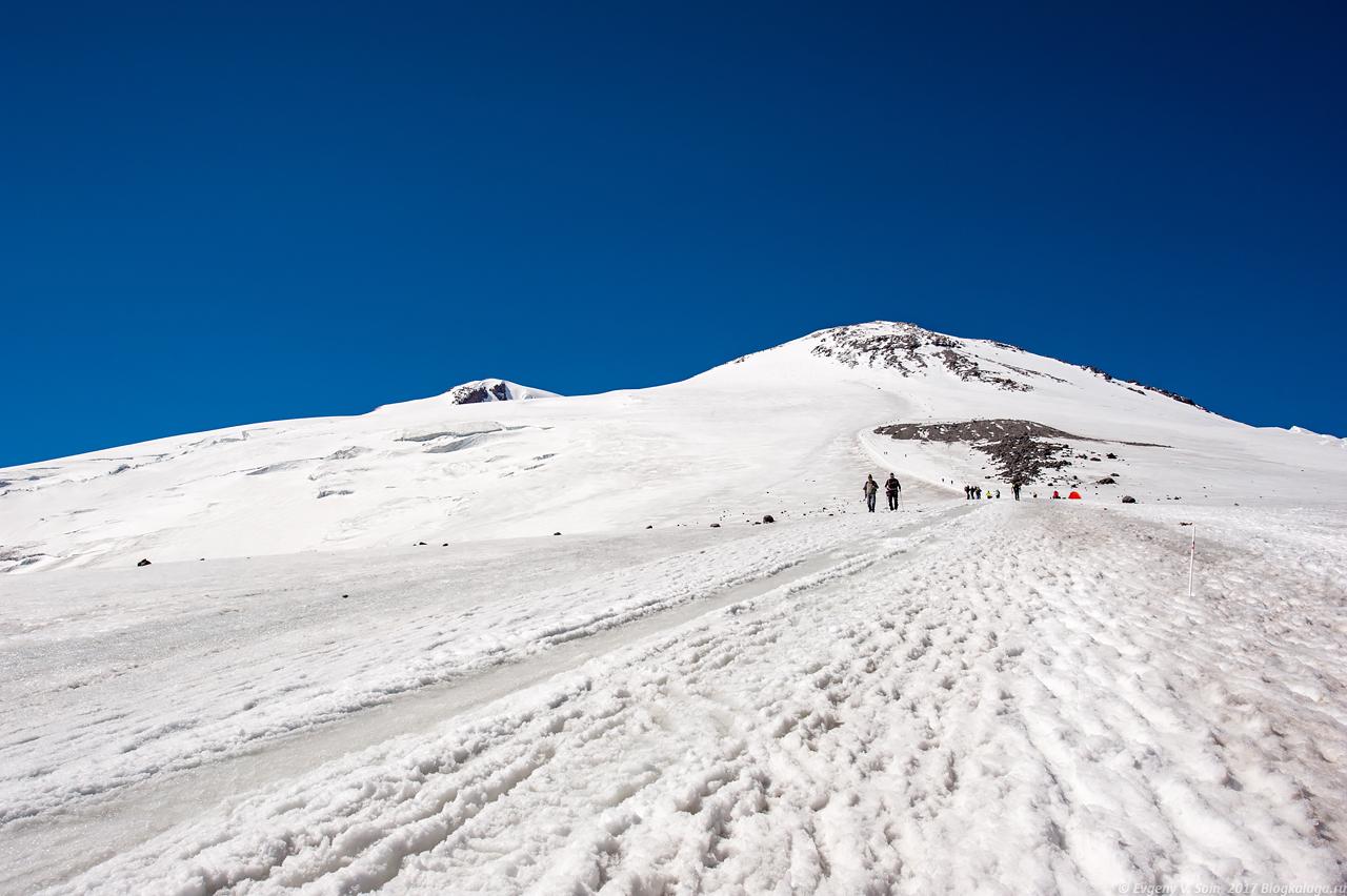 Вид на вершины Эльбруса
